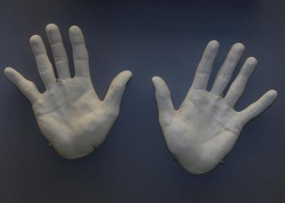Abwehrende Hände